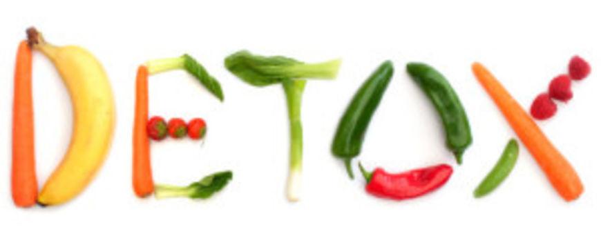 Detox spelt using fruits and vegetables over white